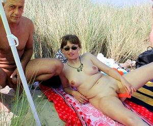 beach flash nude