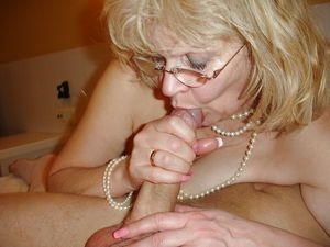 latina mature blowjob