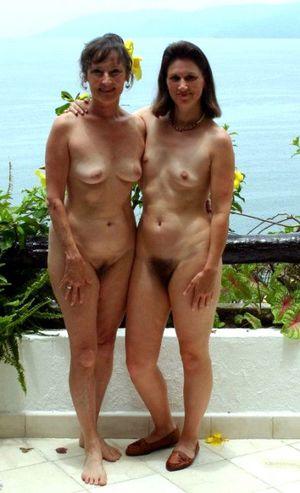 nude outdoor milf