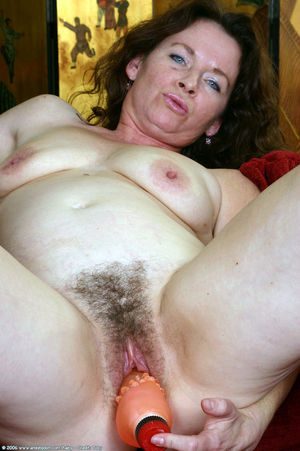 hairy mature dildo