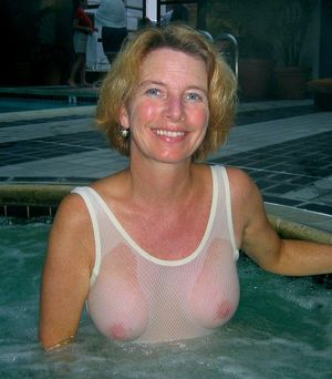 naked mature blonde