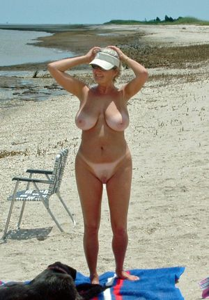 girls nude outdoors