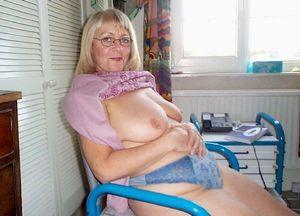 milf nude outside