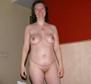 shaved mom pussy