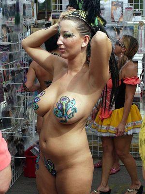 girlfriend nude public