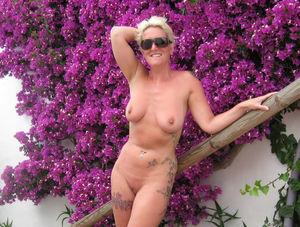 nude outdoor pics
