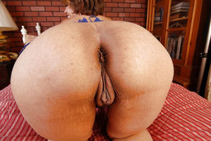 big booty mature moms