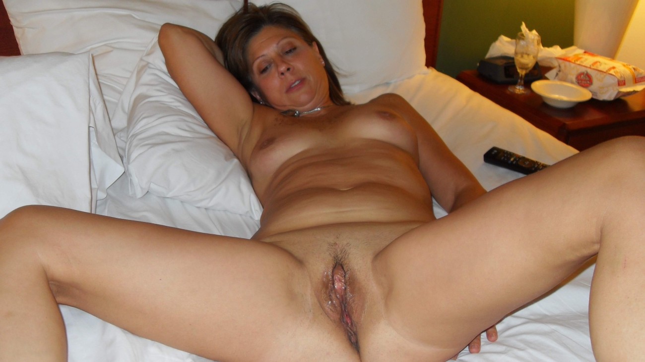 Friends mom showing her pussy