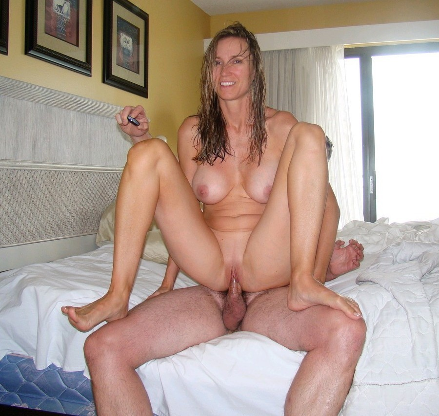 Super horny mature woman gets