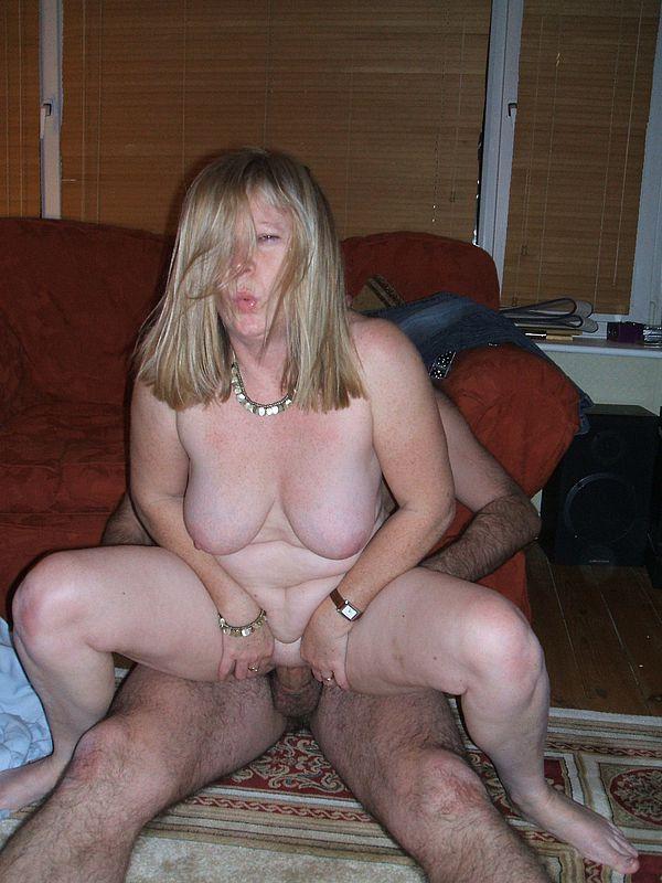 Домашнее порно со зрелой блондинкой