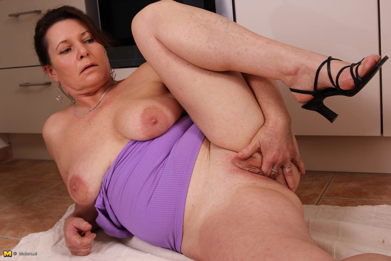 Hot naughty mature women