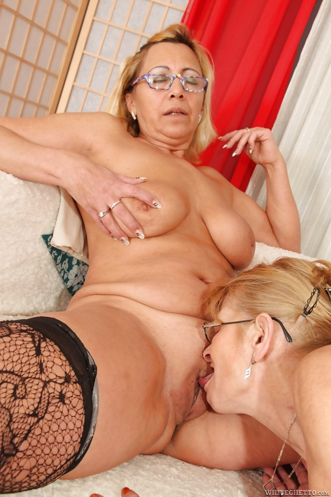 Mature lesbian Milli and tall Beata A are licking pussies on