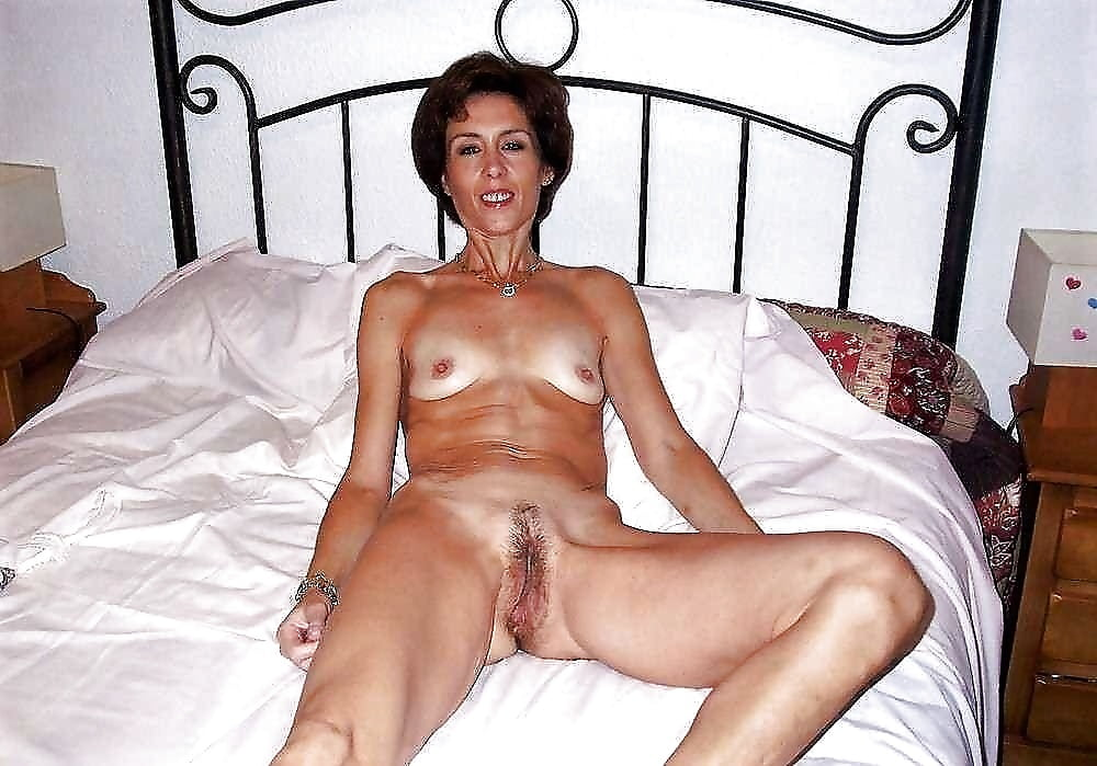 Hot and sexy mature mom - photos
