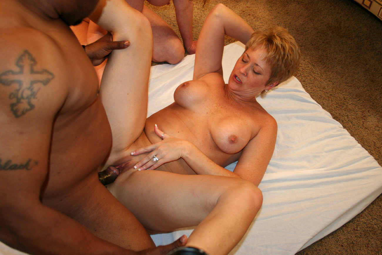 Free hd blonde mature with young man porn photo
