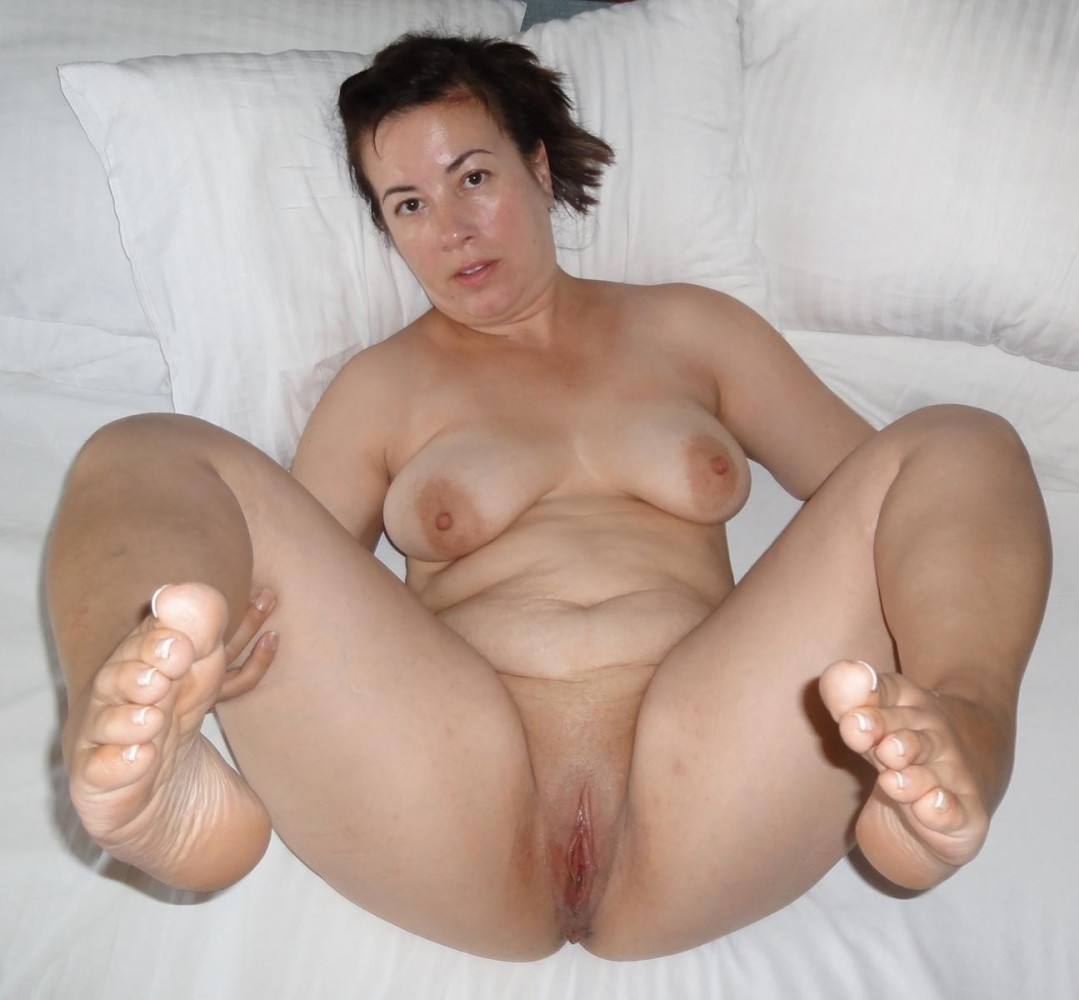 bbw milf mature chubby fat feet toes ass spread pussy shaven