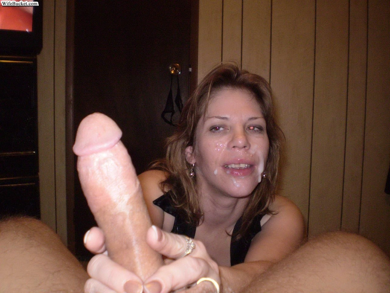 Slutty moms and wives giving blowjobs - Pichunter
