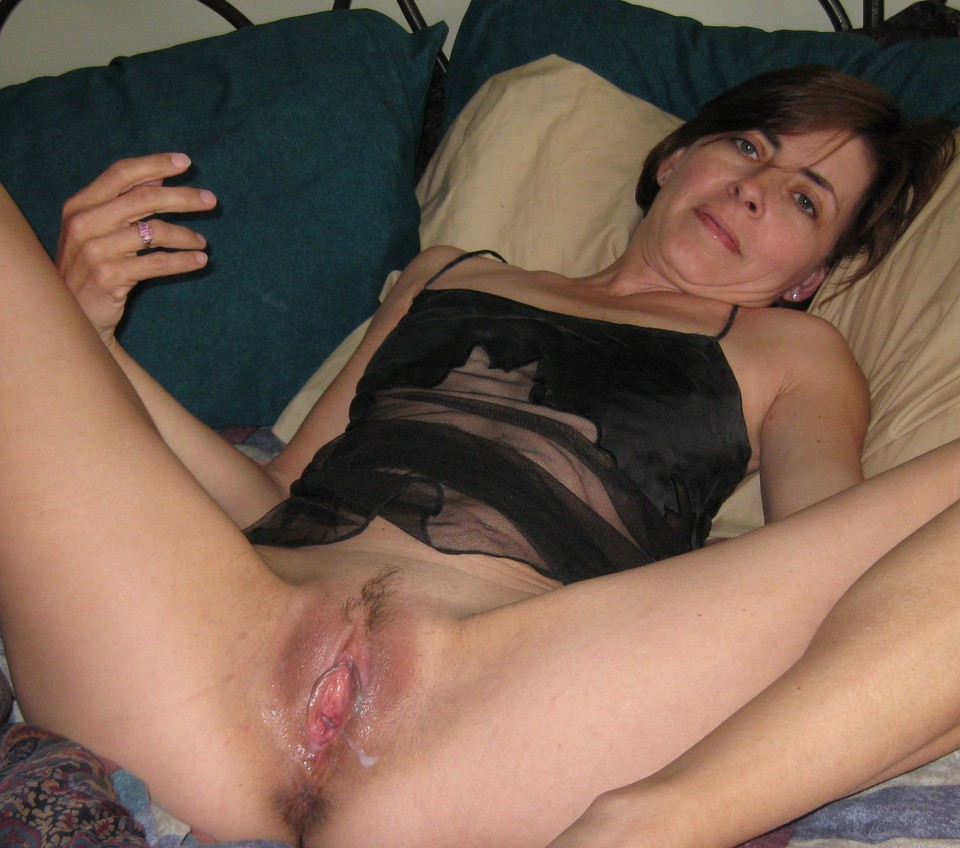 Amateur milf wife spread pussy - Ehotpics