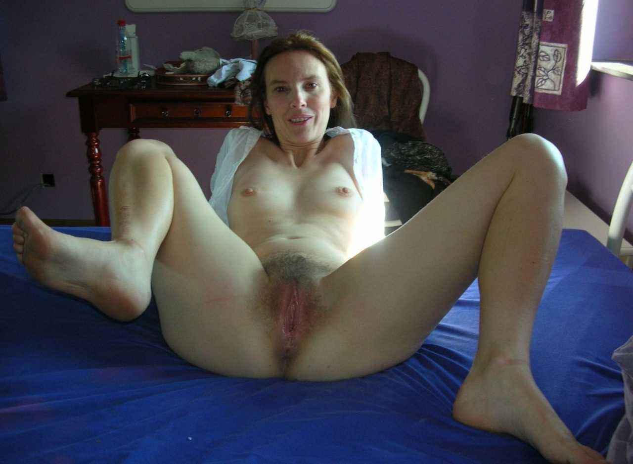 Amateur wife little pussy pushing