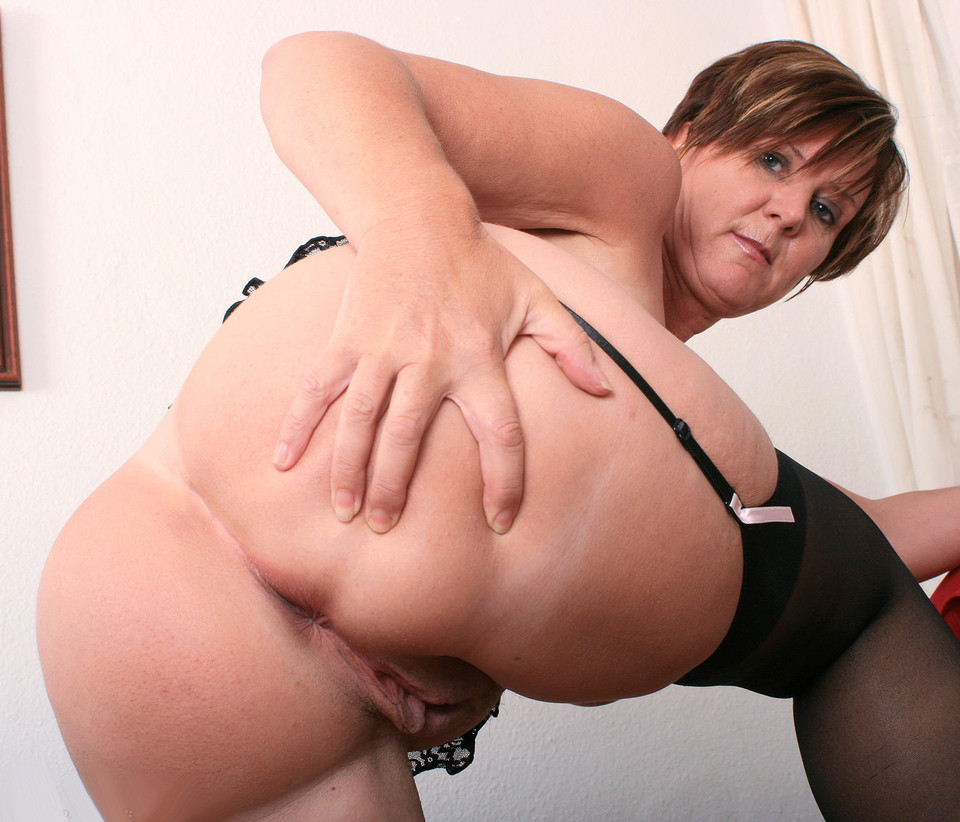 Mature mom big ass spread - Ehotpics