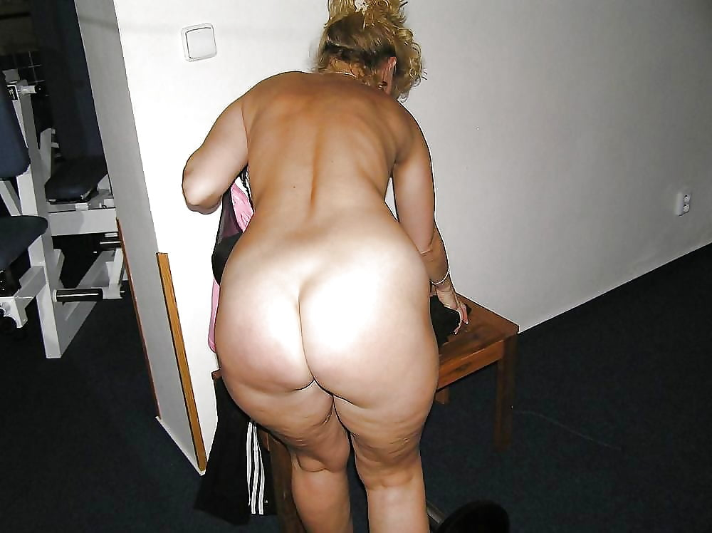 Gigantic arse mature mama frolicking with her fucktoys mature toy mama toys