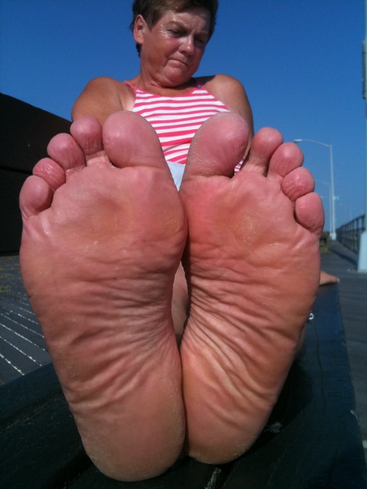 Mature Soles and toes STINK GOOD upskirtporn
