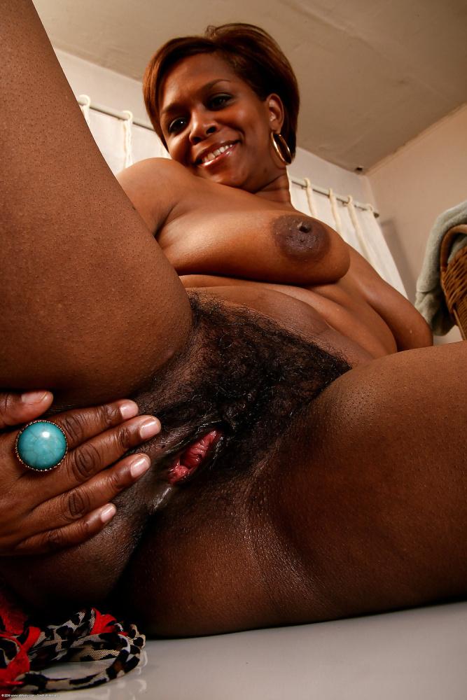 Black women- ebony voyeur panties - hairy pussies - Pics