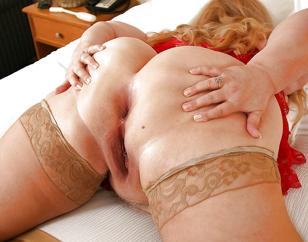 Grannies bending over and showing ass - Pics - xHamster.c