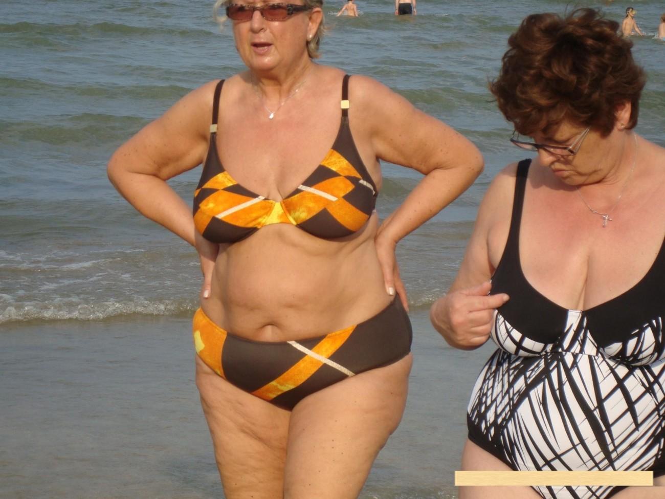 Non nude Various Mature BBW at the Beach 03 upskirtporn