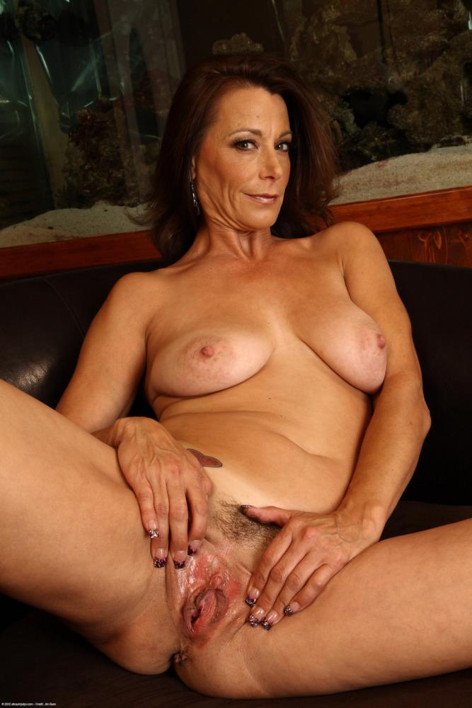 Mature sluts, hot milfs, free mature porn