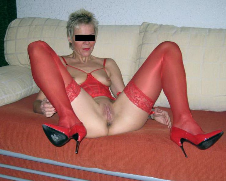 Mature housewife with small tits posing in fetish clothing