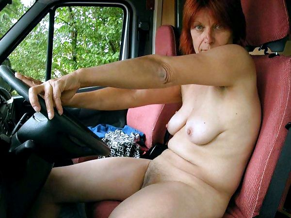 Husband photographed his mature wife nude in the car, nice erotic vacation