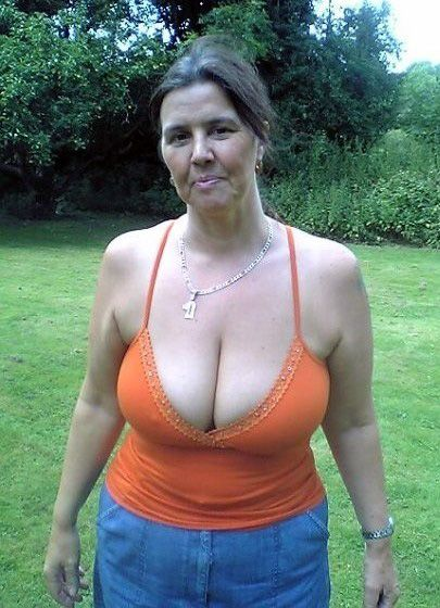 These big tits are designed for good sex. I love the old and saggy udders. Older cows posing, amateur xxx