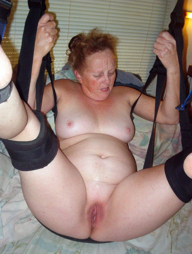 Homemade porn where hanging on a clothesline mature wife gets fucked