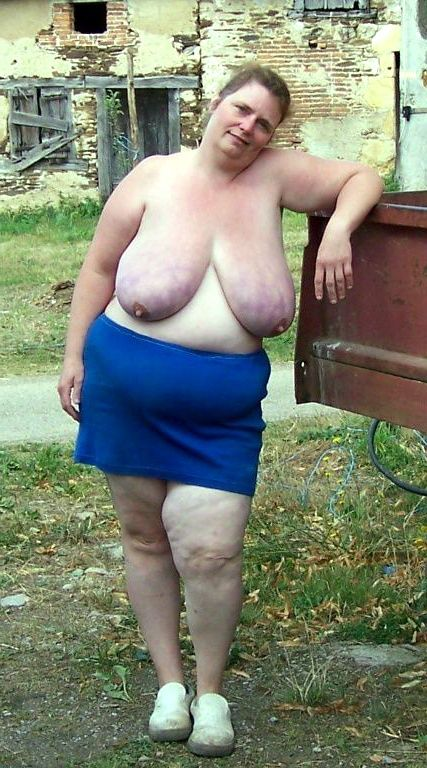 Very fat mature with huge pale hanging boobs in homemade photos