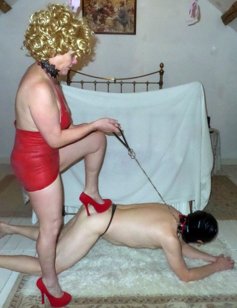 Dirty matures makes males to slaves