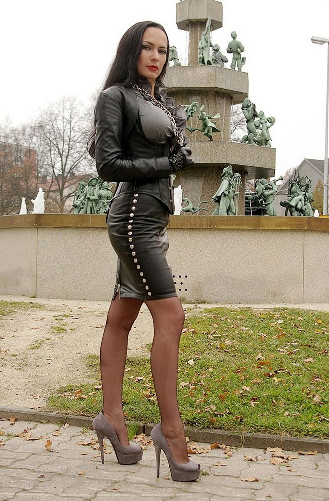 Watch how these mature women looks in latex and skin outfits