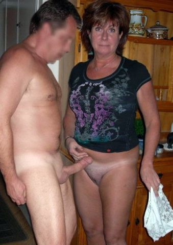Chubby mature women fucks with their old husbands and show their sex pics