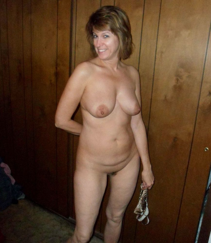 Dissolute middle aged women posing naked at home, nice mature boobs!