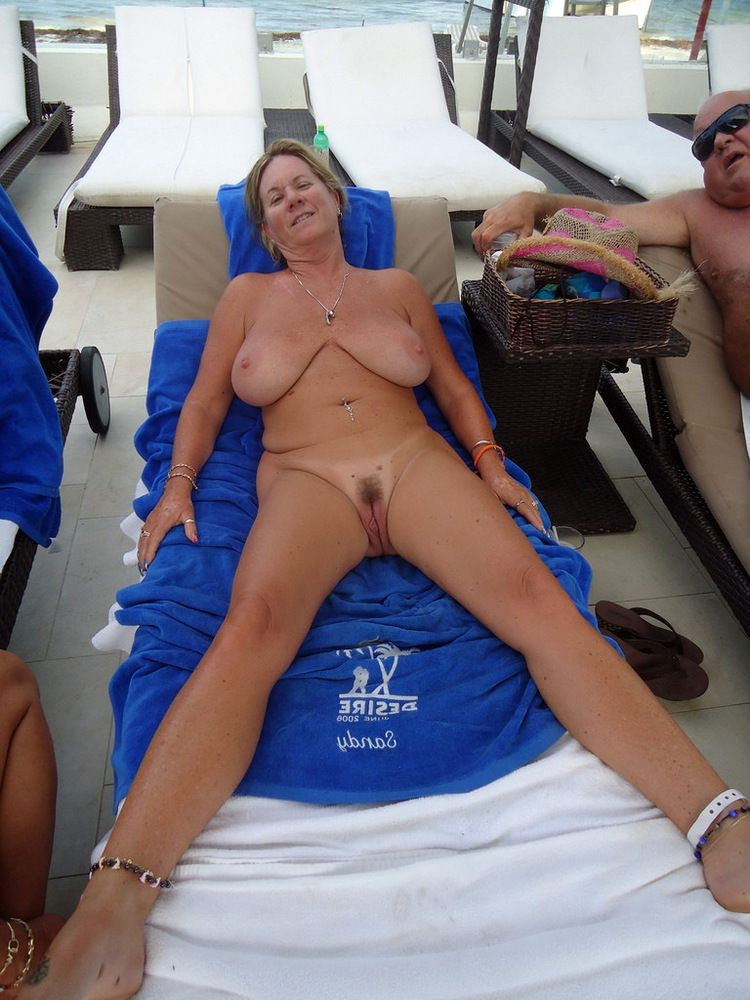 Mature wives nudists, naked women pics from summer vacation