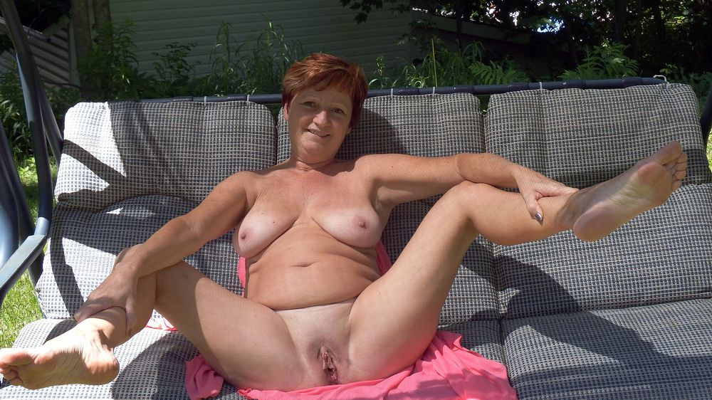 Nude redhead mature wife on the toilet bowl and anywhere