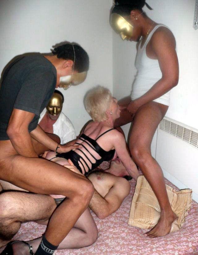 Amateur gangbang porn pics with mature slut