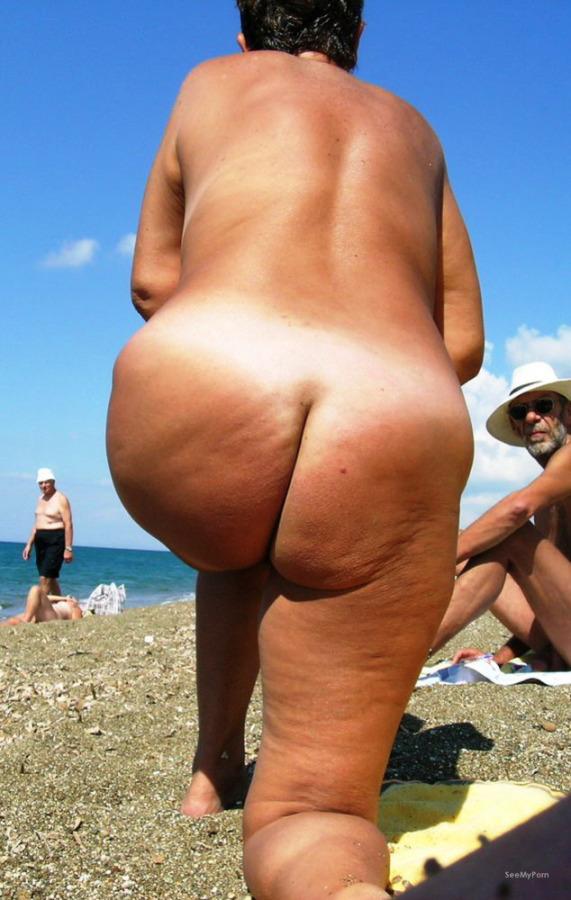 Big butt milf beach