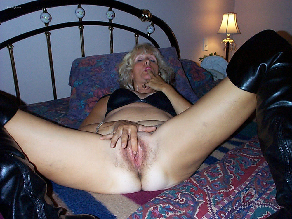 Mature woman masturbating with toys and using a speculum