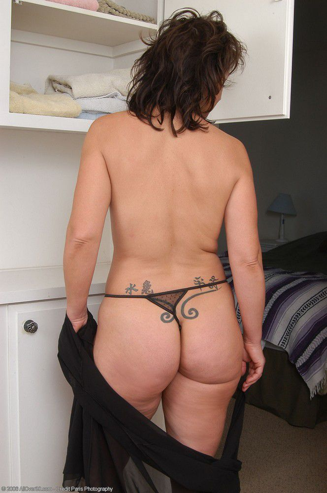 Cute moms with awesome big mature asses