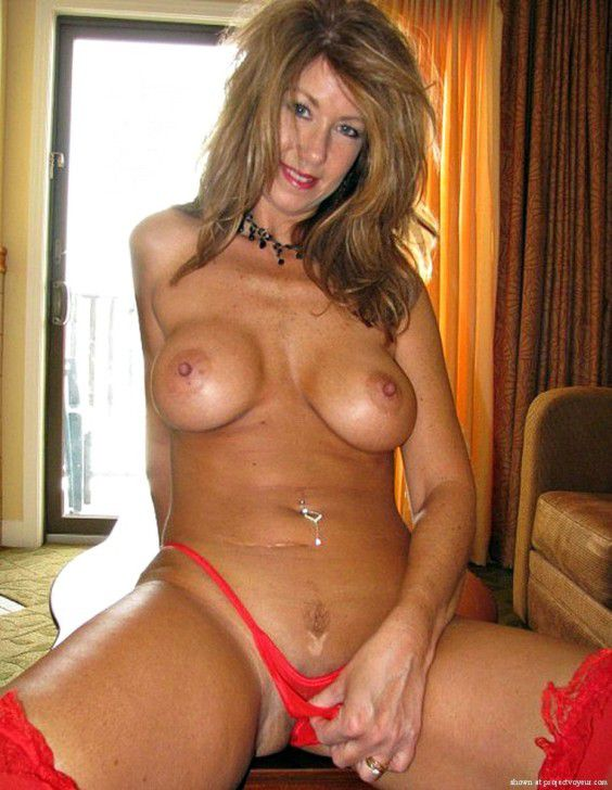 Mature Wives And Milfs absolutly naked