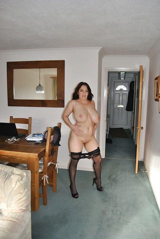 Leggy mature woman brags of lush thighs
