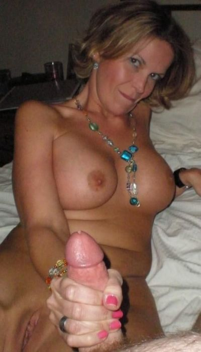 Sexy european moms nude in amateur pictures
