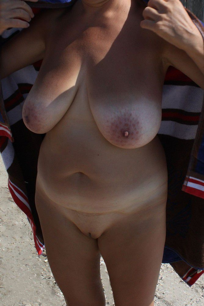 Sexy mature ladies show off, want to be seen and are worth to be seen