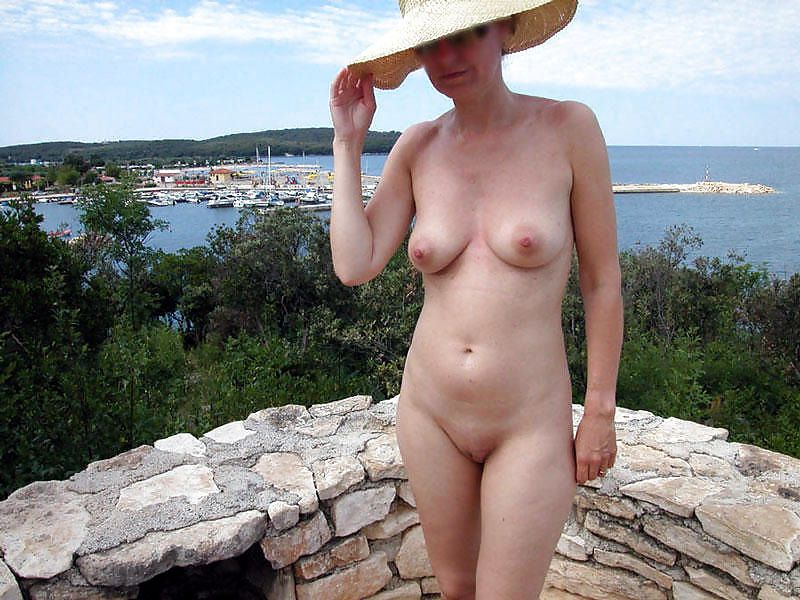 Naked moms without clothes and panties,mature pussy photo