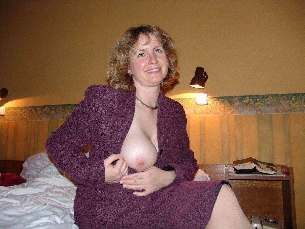 Sexy German Mom Saturday Morning Flashing